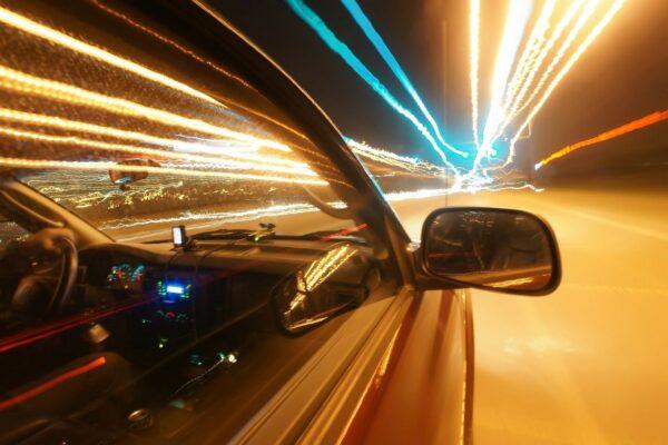 samochod przyspieszenie