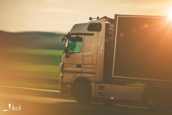 Ciężarówka na trasie