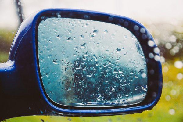 jazda samochodem w deszczu i mgle