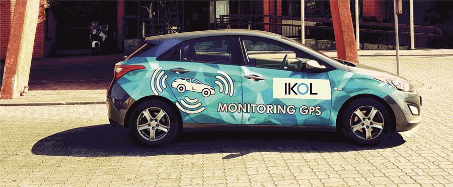 samochod firmowy z logo