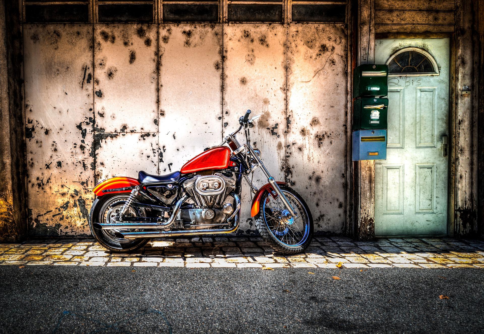 zaparkowany motocykl