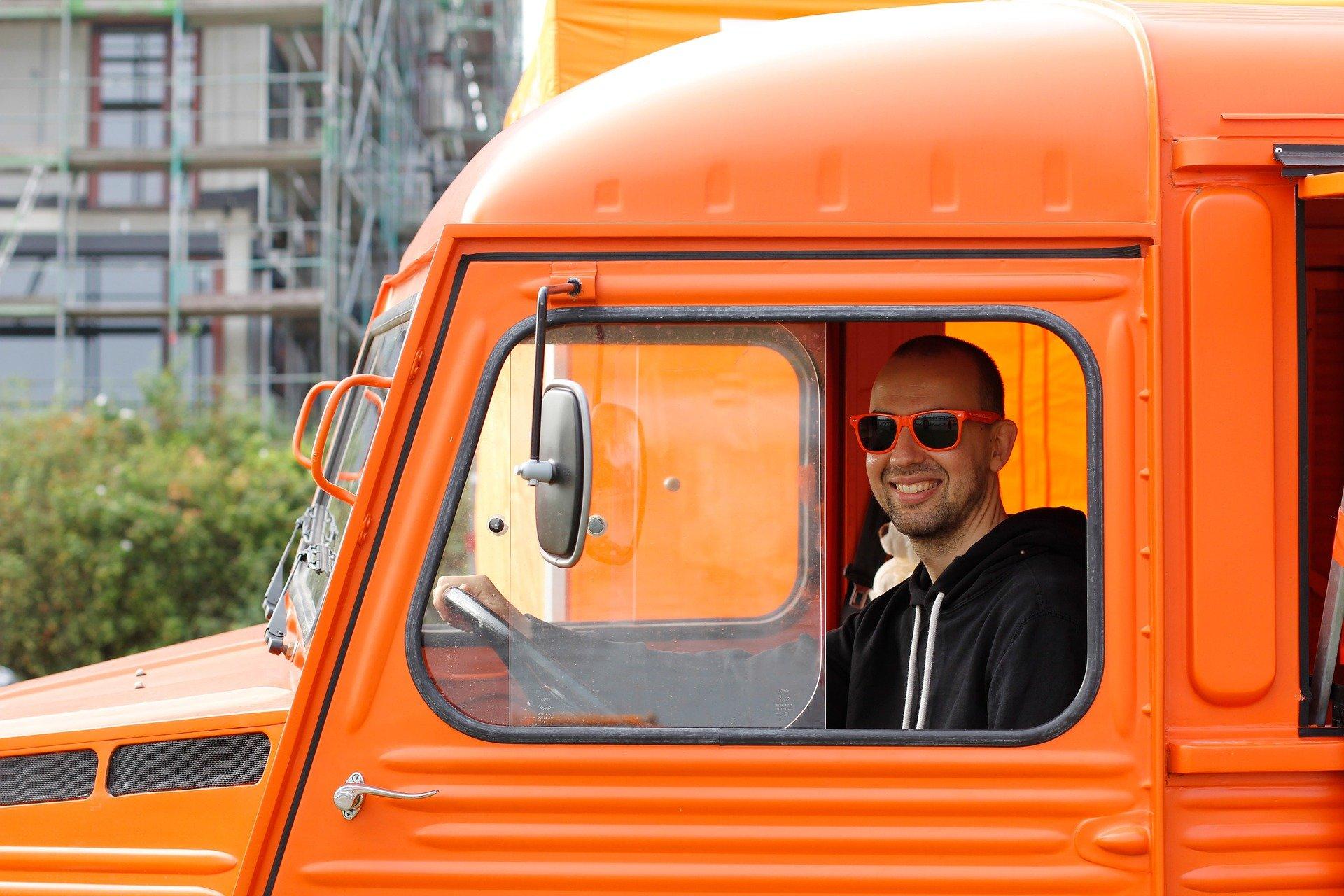 samochód pomaranczowy
