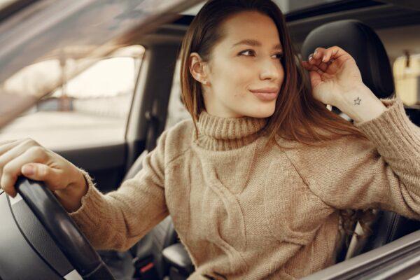 kobieta za kierownica